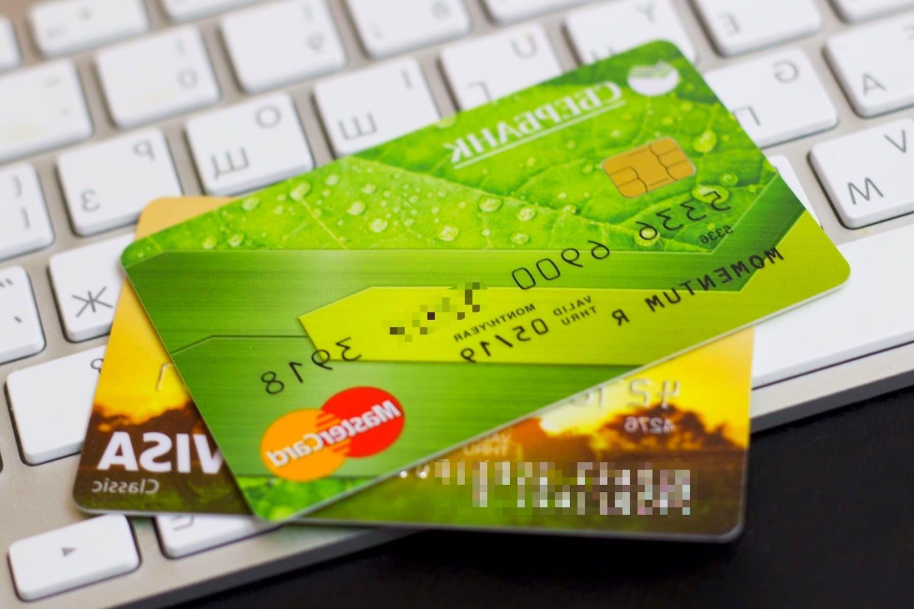 «Сбербанк» рассказал, кто из владельцев банковских карт будет платить 4% налог с 1 января 2019 года